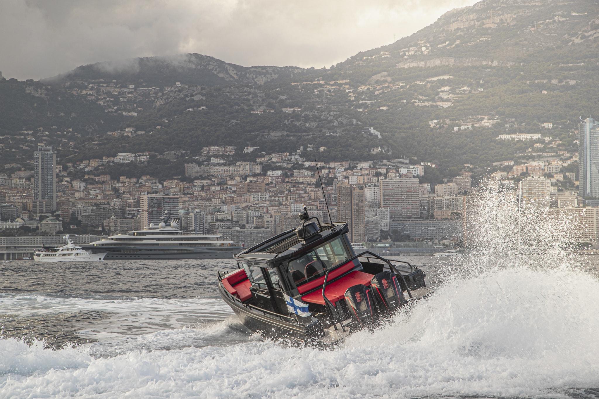 Sports boat versatile luxury